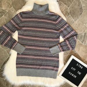 L.L. Bean decorative print turtleneck sweater sz M
